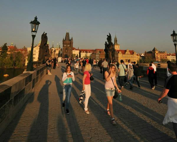 Studienreisen Prag- Karlsbrücke Sonnenuntergang