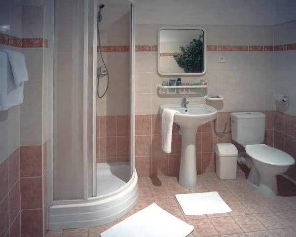 Kursreisen Hotel Legie***: Badezimmer