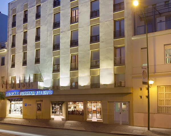 Gruppenfahrten Hotel Virgen de los Reyes- Außenansicht