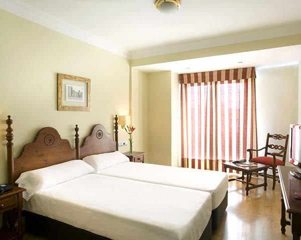 Abireisen Hotel Virgen de los Reyes: Zimmerbeispiel