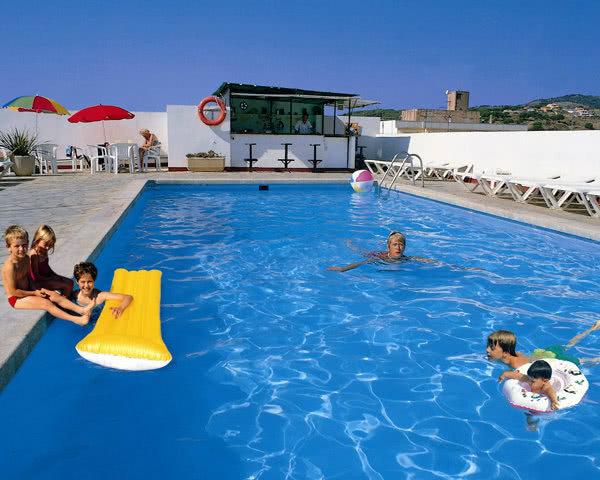 Schulreise Calella 2-Sterne-Hotel- Poolbeispiel