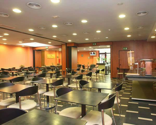 Klassenfahrten Barcelona 3-Sterne-Komforthotel- Speisesaal