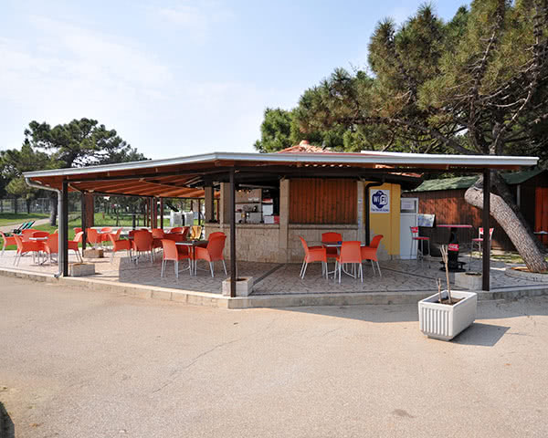 Gruppenreise Ferienanlage Kazela: Bistro
