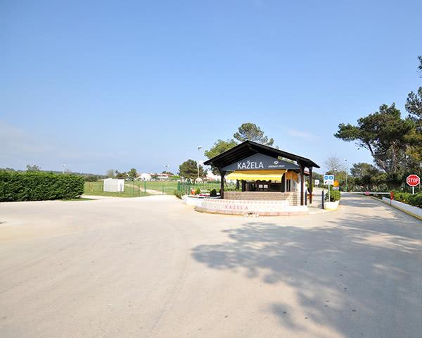 Kursfahrten Ferienanlage Kazela- Eingang
