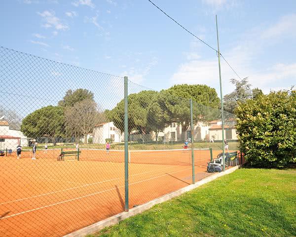 Schülerfahrt Ferienanlage Villas Rubin- Tennisplatz