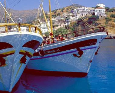 Klassenfahrt Athen: Boote in einem Griechischen Hafen
