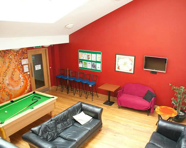 Klassenreisen Dublin Jacobs Inn- Billardzimmer