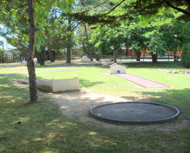 Schulfahrt Domaine du Pignada- Minigolfanlage