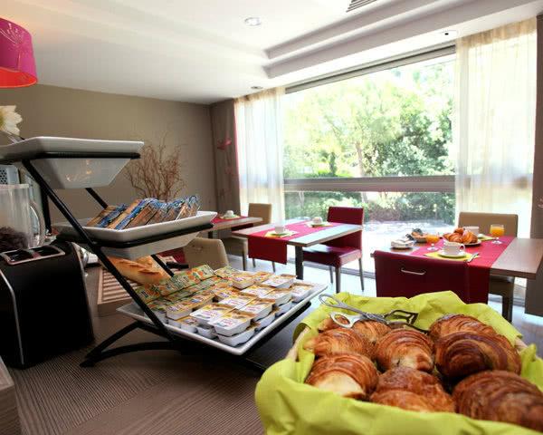 Studienfahrt Ferienanlage Cannes: Frühstücksbuffet