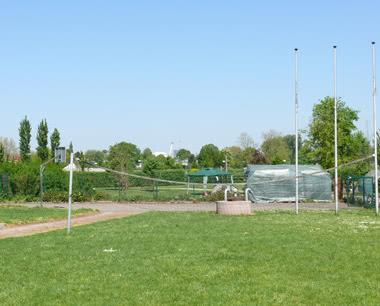 Kursfahrt Jugendherberge Strasbourg- Volleyballplatz
