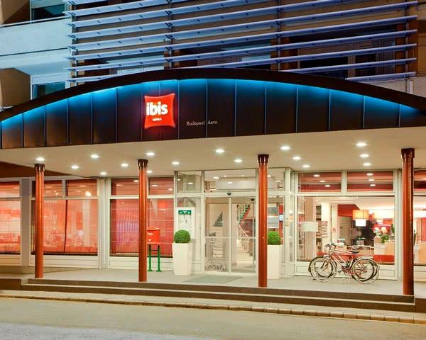 Gruppenreise ibis Budapest AERO***- Eingangsbereich