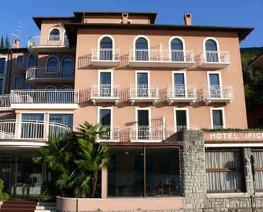 Schulfahrten Gardasee 3*** Hotel Ifigenia: Außenansicht