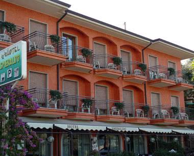 Klassenfahrt Gardasee- Beispiel 2 Sterne Hotelo Außenansicht