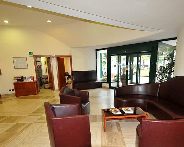 Schulfahrt Beispielhotel Giotto Rom Stadtrand- Lobby