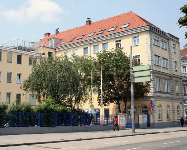 Abireise A & O Hostel Wien- Außenansicht
