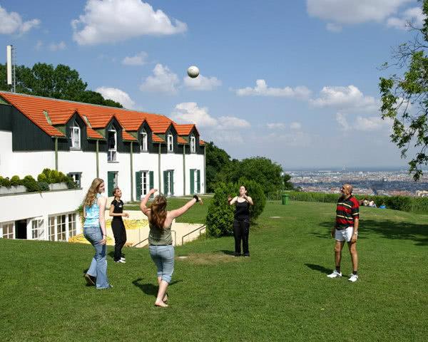 Abifahrten Schlossherberge Wien: Außenansicht