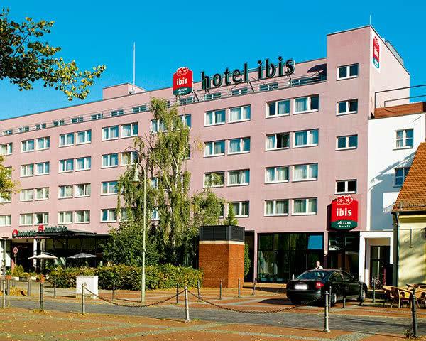 Abschlussreisen Ibis Hotel Berlin Airport Tegel: Außenansicht