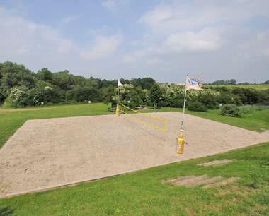 Klassenfahrt Eifel- Jugendhotel Bitburg Volleyballplatz