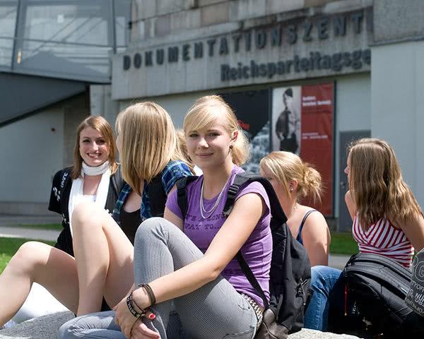 Klassenfahrt Nürnberg: Außenbereich des Reichsparteigeländes