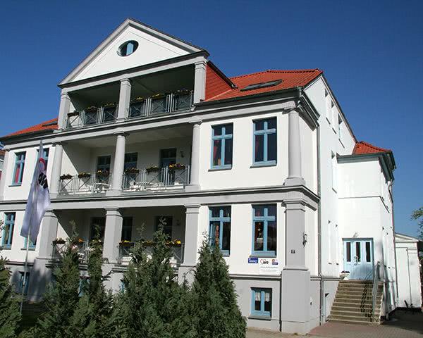 """Klassenfahrt AWO """"Haus Kühlungsborn""""- Außenansicht"""