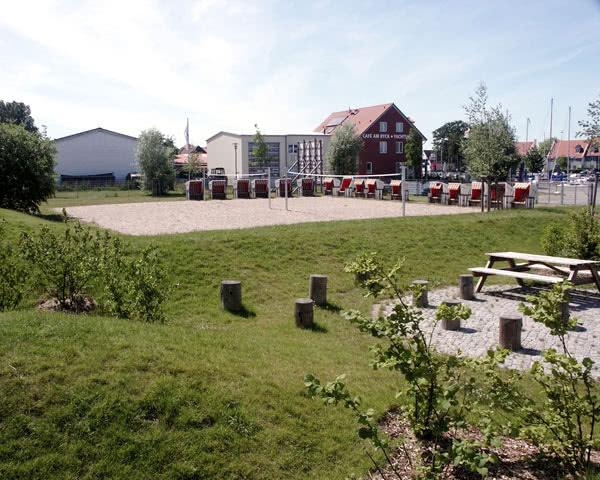 Schulfahrten Maritimes Jugenddorf Wieck: Volleyballplatz