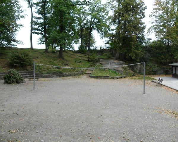 Schulfahrt Burg Hohnstein: Volleyballplatz