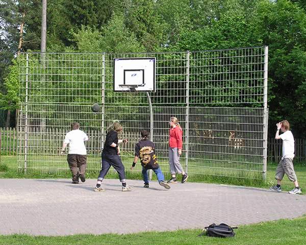 Jugendfahrten Unterkunft Osterode- Basketballplatz