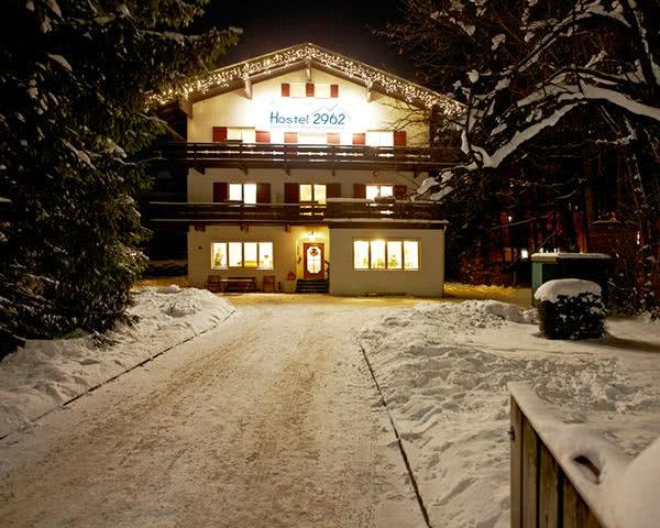 Schulreise Hostel 2962: Außenansicht Winter