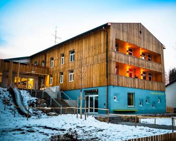 Schülerreisen Jugendherberge Oberammergau: Außenansicht im Winter
