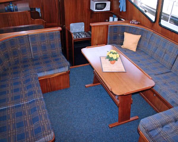 Kursfahrt Hausboottour Friesland: Aufenthaltsraum