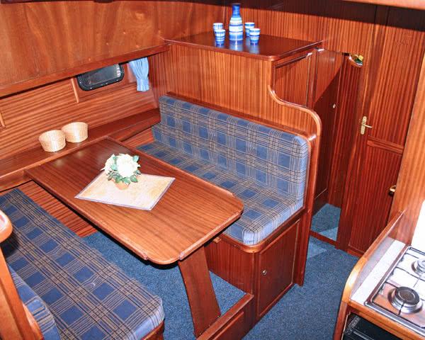 Klassenfahrt Hausboottour Friesland- Speiseraum