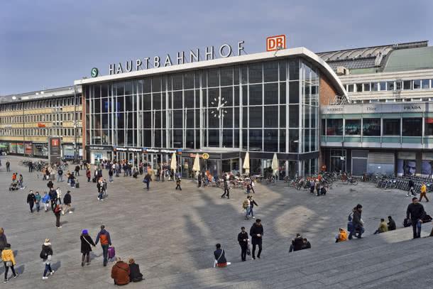 Hauptbahnhof Köln - Anreise per Bus oder Bahn