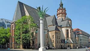 Nikolaikirche und Friedenssäule