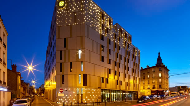 JO&JOE Paris - Gentilly: Außenansicht abends