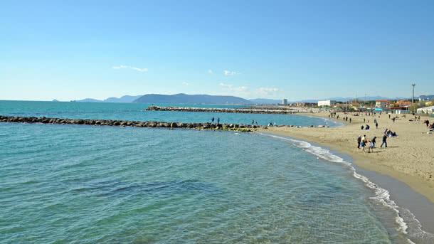 Strand von Marina di Massa