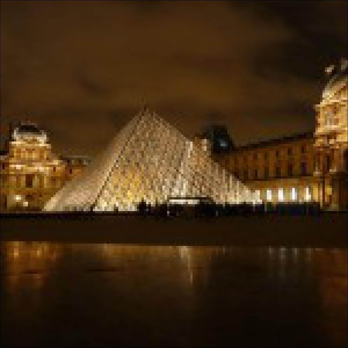 Louvre am Abend