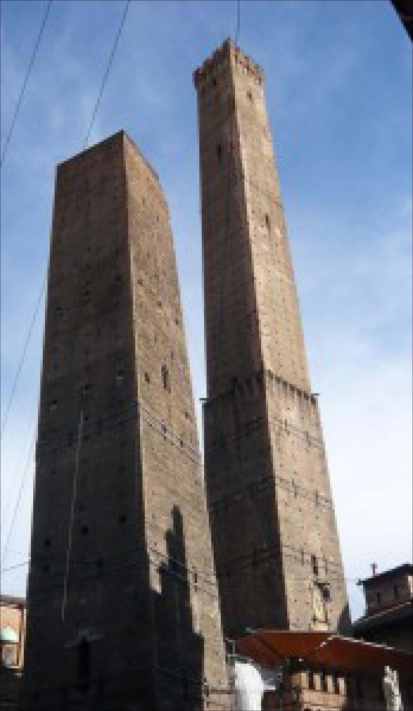 """Das Wahrzeichen von Bologna: """"Torre Garisender"""" und """"Torre degli Asinelli"""""""