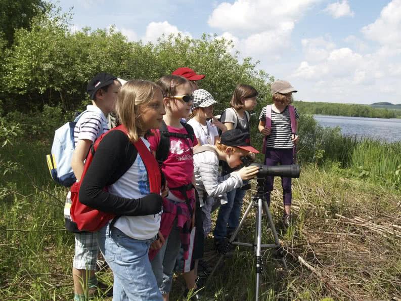 Schüler auf Schulfahrt in der Natur