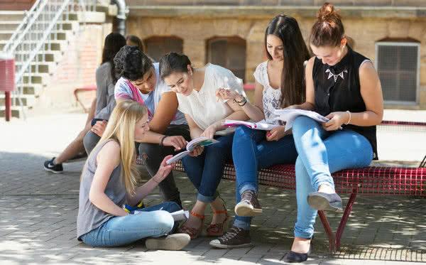 Schülerinnen und Schüler auf Abi-Abschlussfahrt