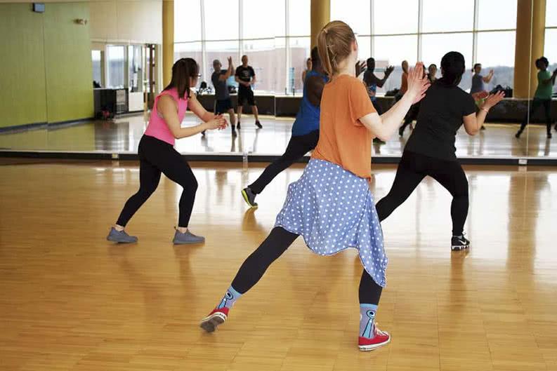 Kinder tanzen auf Klassenfahrt